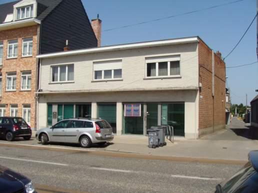 Handelshuis/kantoorgebouw met woonst in centrum Kessel