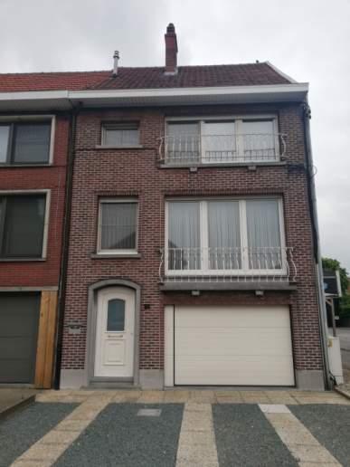 Zeer ruime woning met 3 à 4 slkr, diepe garage en tuin.