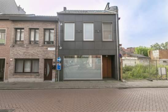 Handels- of kantoorruimte met bovenliggende woonst met terras – Lier