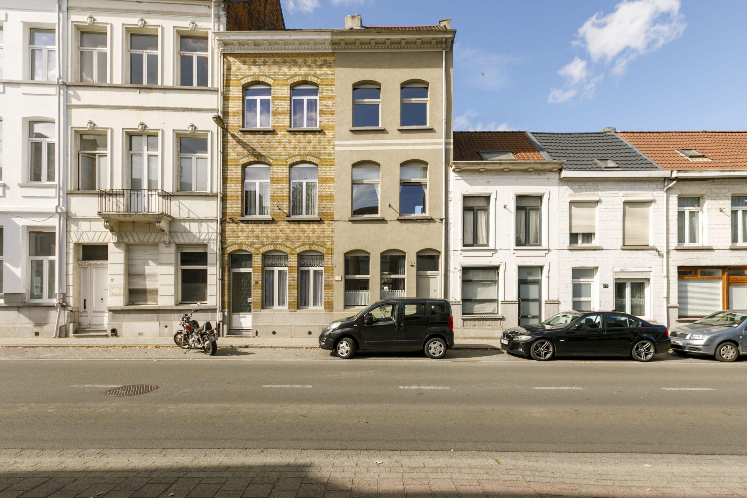 Zeer ruime rijwoning/herenhuis (4 slpkrs) + zolder – Lier