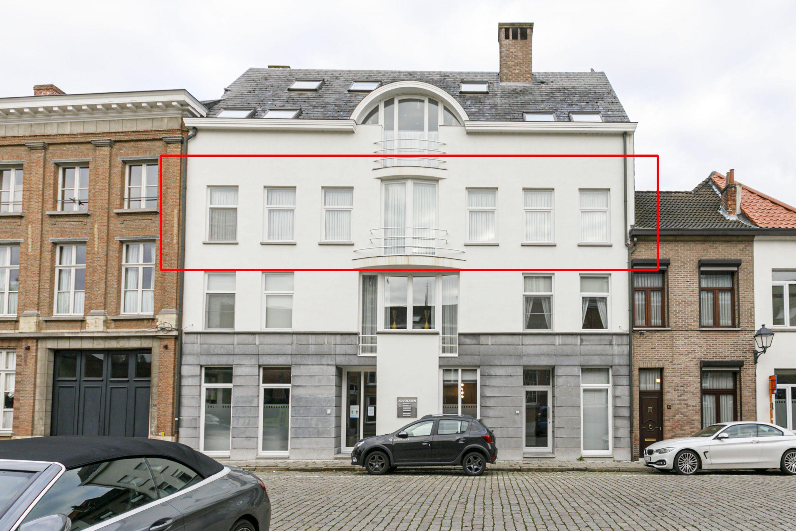 Ruim appartement met terras + autostaanplaats – centrum Lier