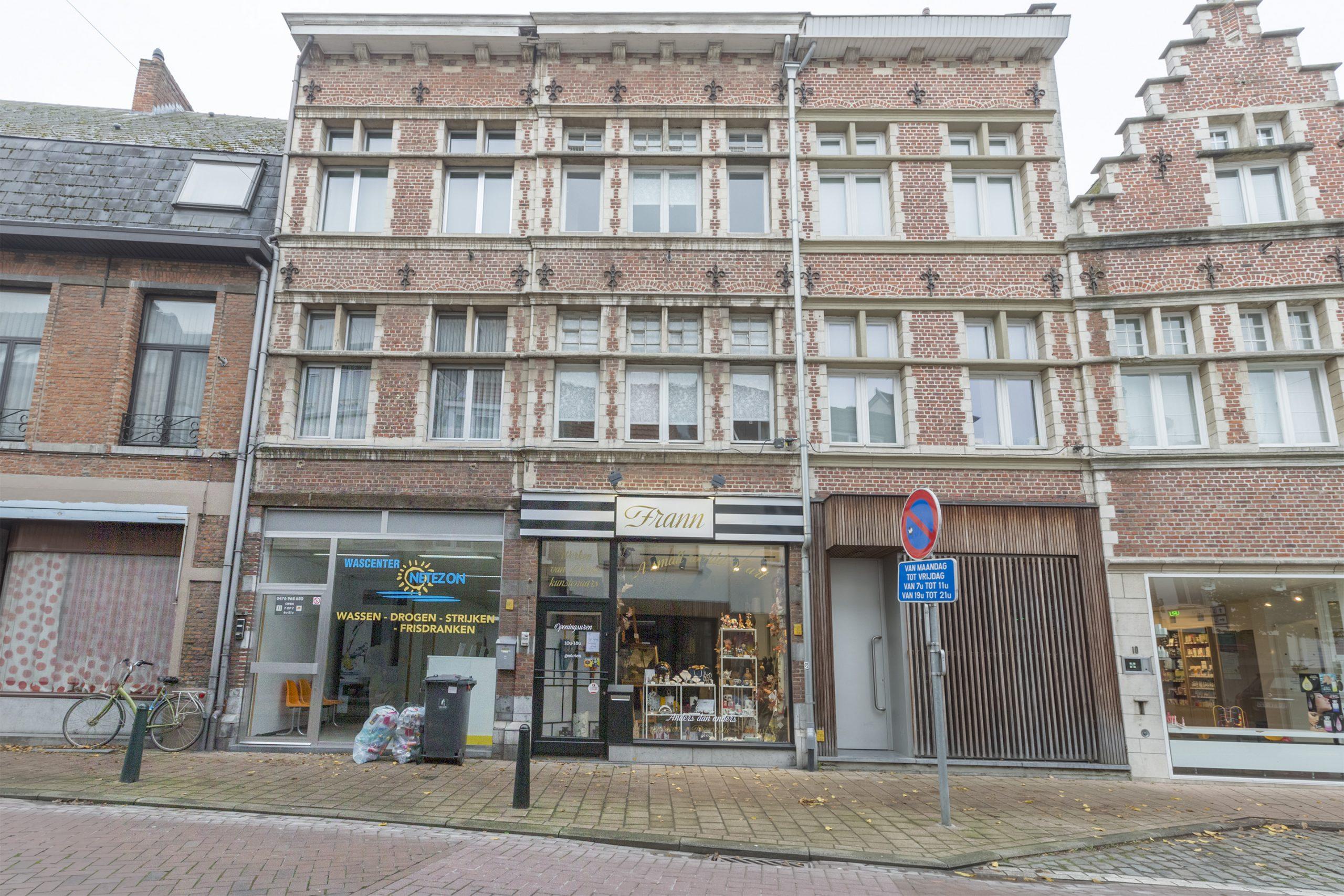 Instapklaar triplex appartement in centrum Lier gelegen met 3 slpkr.
